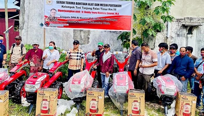Deddy Sitorus berikan bantuan alsintan kepada para petani di Kaltara.