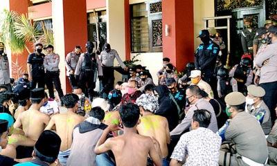 Mahasiswa demo pemkab Sumenep, tuntut tambak udang perusak lingkungan ditutup.