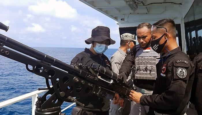 Bakamla RI Latihan Tembak dengan SMB 12,7 mm di Selat Riau