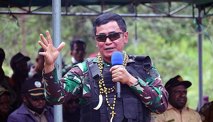 Satgas Pamrahwan Yonif Raider 500/Sikatan kawal tali asih Panglima TNI.
