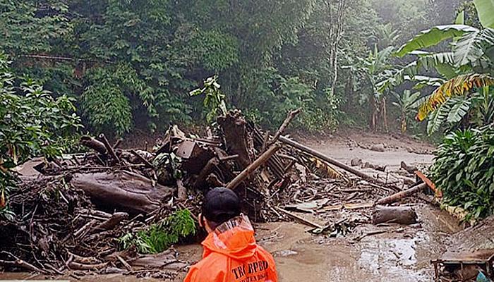 Usai diterjang banjir bandang, kondisi Desa Tugu di Kabupaten Bogor belum kondusif.