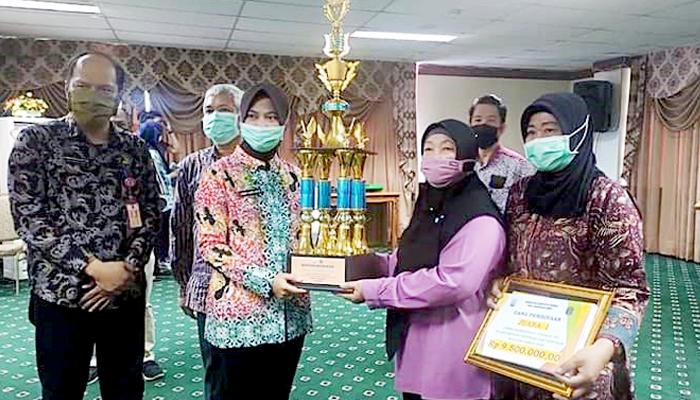 Bupati Nunukan serahkan hadiah Lomba Kebersihan Tingkat RT.