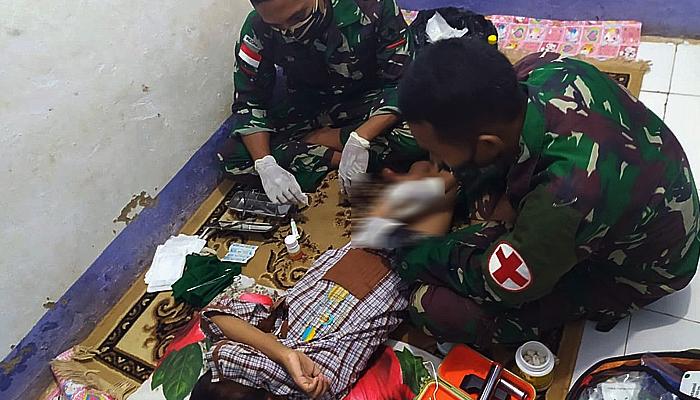 Khitan massal untuk warga perbatasan Indonesia-Papua Nugini.
