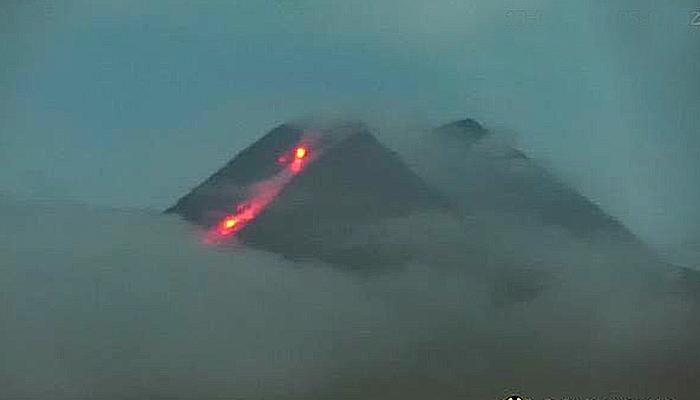 Gunung Merapi kembali keluarkan awan panas guguran sejauh 1.000 meter.