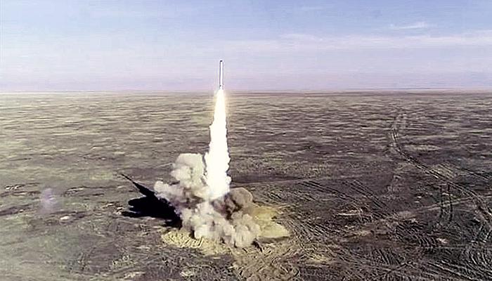 Rudal balistik Iran hantam target laut dengan akurat sejauh 1800 Km.