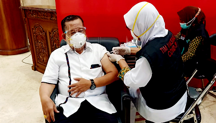 Jamin halal dan aman, Legislator Golkar Jatim ajak masyarakat ikut vaksinasi Covid-19.