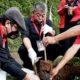 Bimtek partai di ibukota, Ketua PDIP Jatim tanam pohon di bantaran Sungai Ciliwung.