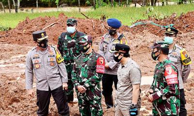 TNI-Polri berjibaku tanggulang longsor di Nganjuk.
