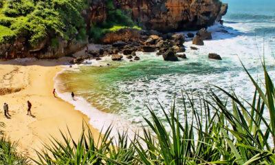 Mengunjungi Pantai Ngeden yang eksotis dan menawan.