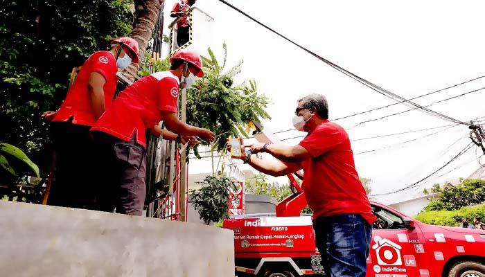 Direksi Telkom tinjau lokasi terdampak banjir, pastikan layanan ke pelanggan tetap normal.