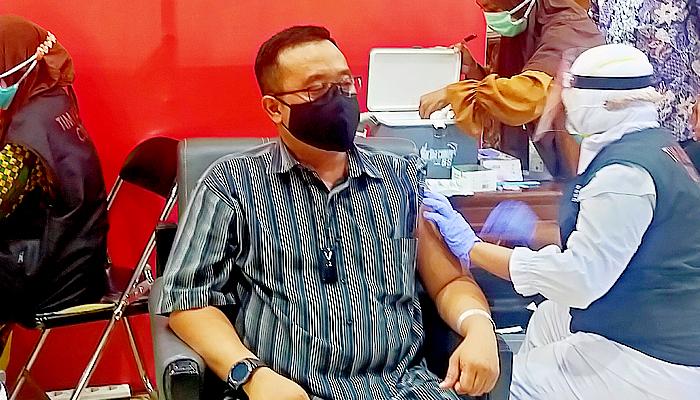 Vaksinasi Covid-19 mulai digelar serentak, Blegur Prijanggono: Vaksin Aman dan Halal.