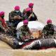 Arungi Sungai Citarum, Marinir kirim bantuan kemanusiaan korban banjir Bekasi.