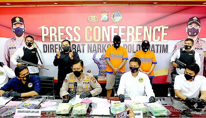 Dapat upah Rp 50 juta dagang sabu 6 kg, dua pengedar ditangkap Polda Jatim.