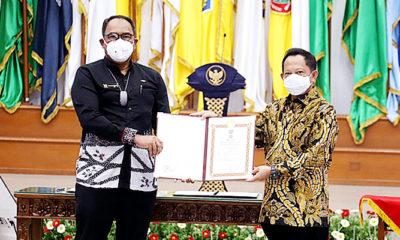 Anggota V BPK RI Bahrullah Akbar dapat penghargaan Satyalancana Wira Karya dari Kemendagri. Penghargaan ini diberikan atas sumbangsih Bahrullah