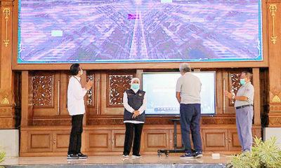 Gubernur Khofifah launching pembayaran uji KIR non Tunai QRIS.