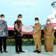 Penuhi sarana pelaku UMKM, Bank Jatim serahkan CSR untuk Pemkab Situbondo.