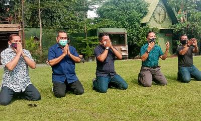 Pengurus KLB Deli Serdang ditolak pemerintah, Demokrat Surabaya gelar sujud syukur.