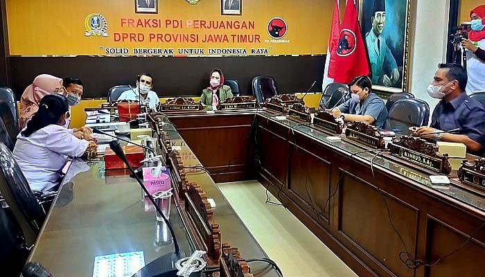Gandeng PTS termuka di Surabaya, PDIP fasilitasi legislatornya raih gelar Magister dan Doktor.