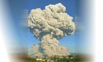 Kembali bererupsi, Gunung Sinabung luncurkan awan panas sejauh 4.500 meter.