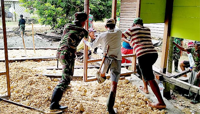 Di Perbatasan Indonesia-Papua Nugini, Satgas Yonif 512 bangun Musholla.