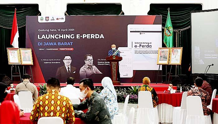 E-Perda hadirkan pelayanan lebih efektif dan efisien. Direktur Jenderal (Dirjen) Otonomi Daerah (Otda) Kemendagri, Akmal Malik melaunching e-Perda di Provinsi Jawa Barat, secara virtual, Jumat (16/4).