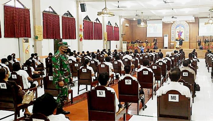 Aparat TNI-Polri Kawal Jumat Agung di Krembangan.