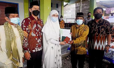 Jemput bola, Bupati Nunukan serahkan 35 buku nikah saat safari Ramadhan.
