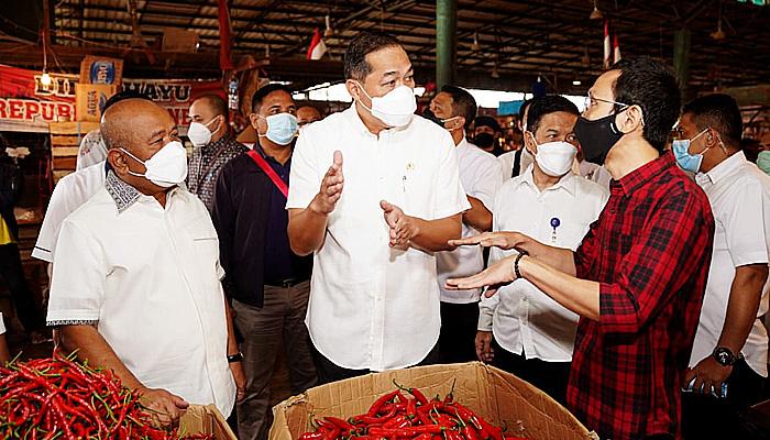 Kunjungi Pasar Induk Kramat Jati, Mendag pastikan harga bapok stabil dan pasokan cukup.