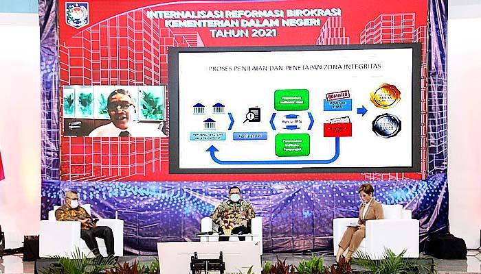 Keberhasilan Reformasi Birokrasi Kemendagri menjadi penentu bagi pembangunan di daerah.
