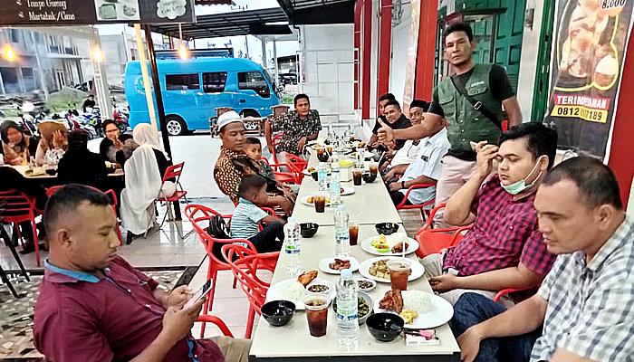 Puluhan Wartawan dari Komunitas Jurnalis Pidie Jaya Bukber