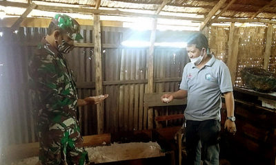 Dampingi petani garam, upaya babinsa jalin keakraban dengan warga binaan.