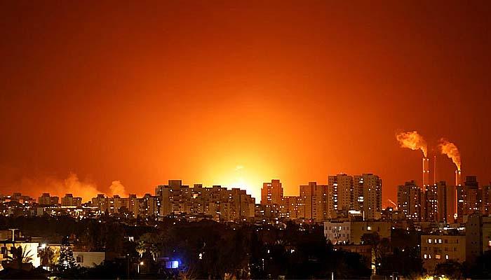 Ribuan roket pejuang Palestina hujani Israel.