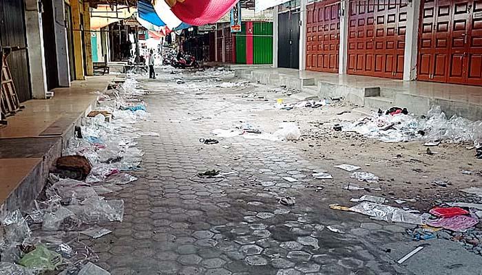 "Ibu kota Pidie Jaya, Meredeu bagaikan kota tak ""bertuan"" di hari perayaan lebaran Idul Fitri 1442 H."