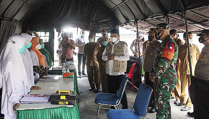 Dandim 0101/BS bersama Bupati Aceh Besar kunjungi Pos Pelayanan Lebaran.