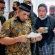 Momen mengharukan, usai putusan sidang Akmal Hanif temui jama'ah umrah.