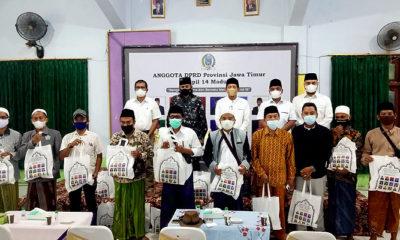 Bagikan vitamin, para Legislator DPRD Jatim dapil Madura rame-rame turun gunung ke Bangkalan.