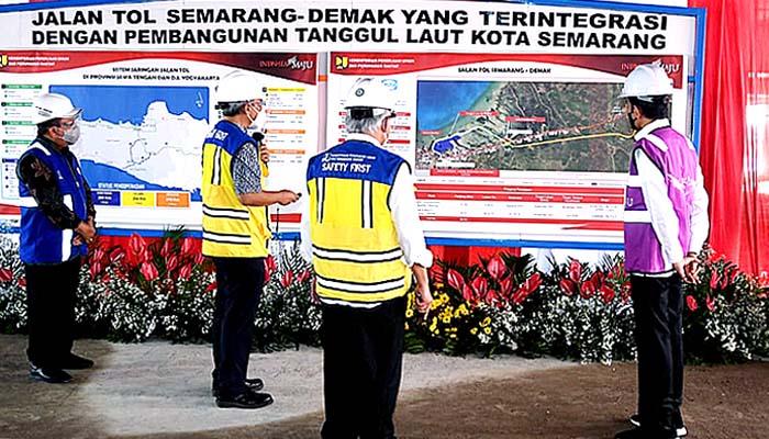 Presiden tinjau pembangunan jalan tol Semarang-Demak pada Jumat sore (11/6)