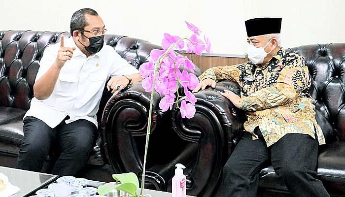 Gelar koordinasi pemerintahan, Sahat Tua Simanjuntak temui Bupati Malang Haji Sanusi.