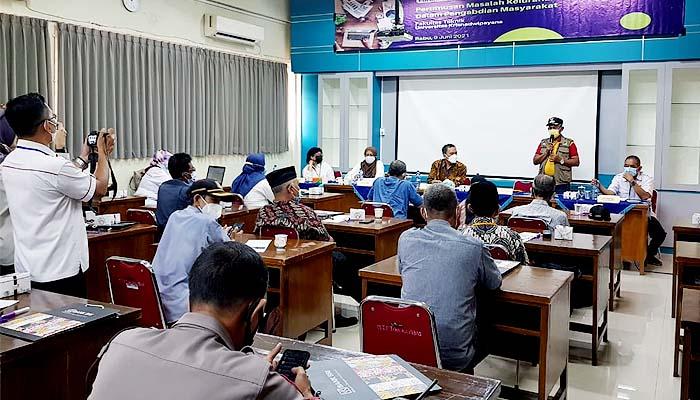 Fakultas Teknik Unkris gelar FGD bersama masyarakat Jati Cempaka untuk merumuskan permasalahan-permasalahan yang ada di kelurahan Jati Cempaka sebagai wujud pengabdian kepada masyarakat pada hari Rabu (9/6).