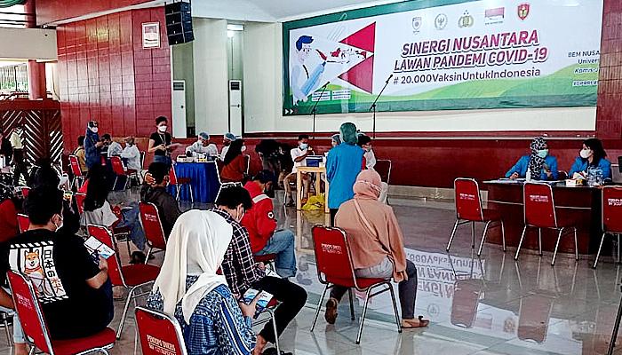 BEM-UNKRIS Bekerjasama dengan BEM Nusantara, POLRI dan, DPR-RI Selenggarakan Vaksinasi Massal di Kampus Unkris