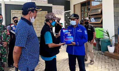Bantu warga isoman, Legislator Subianto bagikan bantuan kemanusiaan.