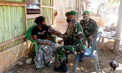 Satgas TNI di Perbatasan Berikan Pengobatan Keliling Gratis