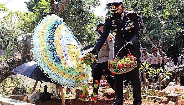 Penghormatan Terakhir Untuk Anggota, Polres Tuban Gelar Upacara Pemakaman Secara Dinas Kepolisian
