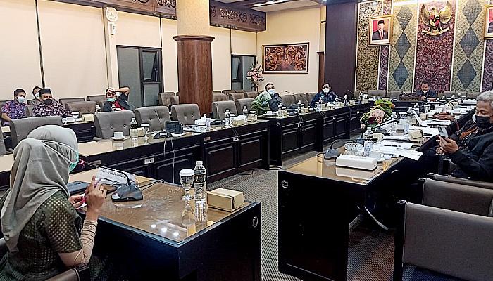 Rekrutmen KPID Jatim Ditumpangi Penumpang Gelap, Gubernur Khofifah Diminta Batalkan