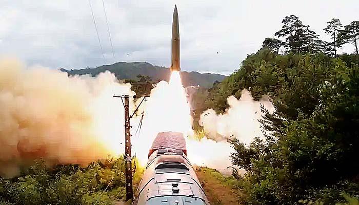 Korea Utara Uji Peluncuran Rudal Balistik dari Kereta Api