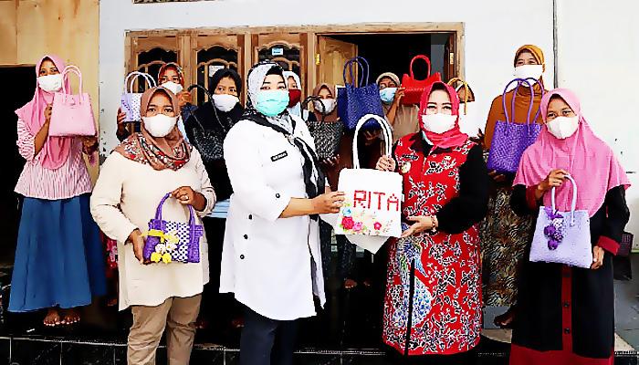 Pandemi Belum Berlalu, Bunda Rita Bangkitkan Ekonomi UMKM