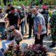 Kapolsek Bersama Forkopimcam Lakukan Peletakan Batu Pertama Pekerjaan Jalan Paving Block